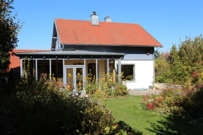 einfamilienhaus 5 zimmer mit wintergarten gro er garten. Black Bedroom Furniture Sets. Home Design Ideas